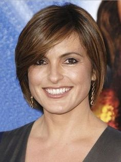 Simple-Short-Bob-Hairstyles-with-Side-Bangs-for-Oval-Faces-Women-with-Straight-and-Fine-Hair-with-Highlight.jpg (405×543)