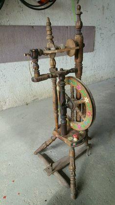 Altes schön bemaltes Spinnrad. Komplett mit Spindel. Z.B. Für Dekoration.,Altes…
