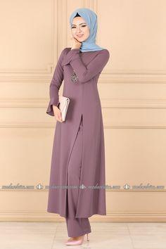 moda selvim Yırtmaçlı Kolyeli Kombin 2084AB368 Lila Hijab Fashion Summer, Modest Fashion Hijab, Modesty Fashion, Fashion Dresses, Dress Outfits, Stylish Dress Designs, Stylish Dresses, Simple Dresses, Hijab Style Dress