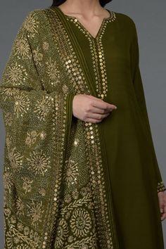 Best 12 Grey Gota Patti & Zari Hand Embroidered Dupatta With Suit – SkillOfKing. Dress Neck Designs, Stylish Dress Designs, Designs For Dresses, Blouse Designs, Churidar Designs, Kurta Designs Women, Pakistani Fashion Party Wear, Pakistani Dress Design, Indian Designer Outfits