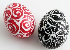 Easter Eggs using a white-out pen White Out Pen, Coloring Easter Eggs, Egg Coloring, Easter Projects, Easter Ideas, Egg Decorating, Cool Diy Projects, Craft Party, Holiday Crafts