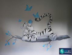 Muurschildering tijgertje op tak met vlinders