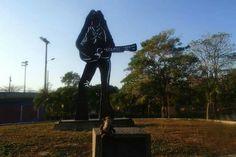 Estátua da Shakira em Barranquilla, Colômbia  #barranquilla #shakira