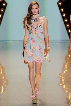 Betsey Johnson - Spring 2012 Ready-to-Wear - Look 9 of 47