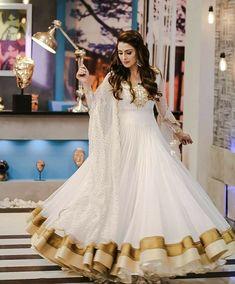 She is looking goddess in this white Anarkali, which has a golden border ayezakhan whiteanarkali eidoutfit Pakistani Frocks, Pakistani Dress Design, Pakistani Bridal, Pakistani Dresses, Pakistani Actress, Pakistani Suits, Stylish Dress Designs, Stylish Dresses, Simple Dresses
