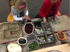 Loose Parts Play - Early Years Training & Consultancy Reggio Emilia, Kindergarten Montessori, Andy Goldsworthy Art, Diy For Kids, Crafts For Kids, Sensory Art, Messy Play, Art N Craft, Teaching Activities