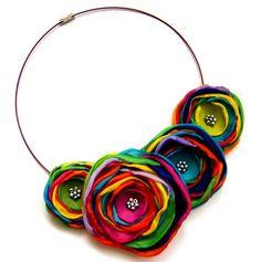 New flowers fabric necklace ideas Felt Necklace, Fabric Necklace, Floral Necklace, Jewelry Crafts, Jewelry Art, Handmade Jewelry, Jewellery, Textile Jewelry, Fabric Jewelry