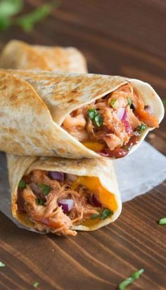 My family loves these Crispy BBQ Chicken Wraps, and I love that they're such an easy dinner to make! Think all of the yummy, cheesy goodness of a BBQ chicken pizza, toasted in a crispy wrap. Who needs (Chicken Wraps) Think Food, Love Food, Bbq Chicken Wraps, Healthy Chicken Wraps, Bbq Chicken Quesadilla, Chicken Works, Chipotle Chicken, Mexican Chicken, Chicken Dips