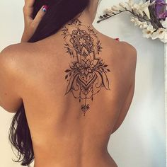 Attractive Back of Neck Tattoo Designs - tatoo ideas - Tatouage Mehndi Tattoo, Hawaiianisches Tattoo, Tattoo Hals, Henna Tattoos, Tattoo Signs, Tattoo Quotes, Tattoo On Back, Back Piece Tattoo Men, Tattoo Phrases
