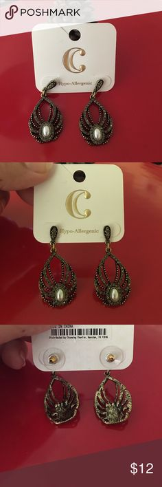 ❤️DRESSY EARRINGS❤️ A pair of gold/blackish dressy earrings. Color says gold but there is also some gray and black tones. Sporting a pearl in the middle, these dangly earrings are perfect for a fancy event! Purchased for roaring 20's party but never used. Please no low ball offers. Charming Charlie Jewelry Earrings
