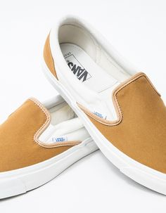 From Vault by Vans, a retro revival of the Classic Slip-On. Golden Brown color with Cream detailing. Padded collar. Goring at inset. Logo flag tag. Crushed leather cushioned heel liner. Rubber heel label. White foxing stripe. Signature waffle sole. • C