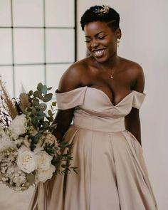 Dia Internacional da Mulher   Inspire-se em noivas que ousaram no casamento Strapless Dress Formal, Formal Dresses, Bridesmaid Dresses, Wedding Dresses, Look, Type 3, Theater, Manicure, Facebook