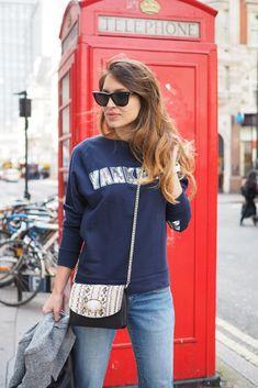photo victorias secret lingerie sweaters fashion angels show london.jpg