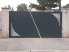 Portail moderne en fer réalisé à Chateauneuf Les Martigues