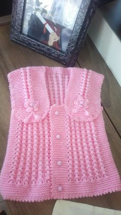 Baby Sweater Patterns, Baby Cardigan Knitting Pattern, Baby Clothes Patterns, Crochet Baby Clothes, Baby Knitting Patterns, Lace Knitting, Knitting Designs, Crochet Designs, Baby Patterns