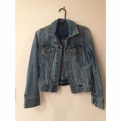 Gap Vintage denim jacket Sz xs I love this little jacket so much sometimes I'm tempted to rejoin WW just to fit into it!! Smoke free pet free home. GAP Jackets & Coats Jean Jackets