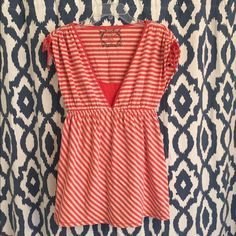 A Pea In The Pod Striped Maternity Top -Medium Women's A Pea In The Pod Striped Maternity Top W/ Built-In Matching Cami -Medium (Shows Signs Of Normal Wash & Wear - Has Some Pilling) *Motherhood Maternity*                                 *Very Comfy & Flattering Top - Perfect For Spring/ Summer* A Pea in the Pod Tops Blouses