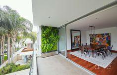Jardín vertical con bandeja de acero inoxidable