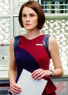 Michelle Dockery in Non-Stop Downton Abbey, Michelle Dockery, Lady Mary, Michelle Williams, I Love Girls, Colourful Outfits, Famous Women, Beautiful Celebrities, Bob Hairstyles