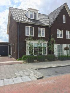 Meer inspiratie? Kijk op www.instagram.com/lindas_huis  Voorzijde van ons huis. Sweet Home, Home And Garden, Mansions, House Styles, Modern, Instagram, Home Decor, Trendy Tree, Decoration Home