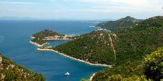 Lastovo a kontinenstől egyik legtávolabban fekvő lakott sziget. 2006 óta természetvédelmi terület. Szép öblök, horgonyzóhelyek, parti éttermek és kis kikötők várnak bennünket.