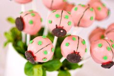 Super cute cake pops from Bakerella site! Ladybug Cake Pops, Pink Ladybug, Ladybug Party, Hello Naomi, Chocolate Candy Melts, Chocolate Sprinkles, Mini Cupcakes, Cupcake Cakes, Cupcake Ideas