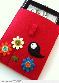 A felt kindle case !  Make a similar one with a kindle case (and iPad cases) from Blooming Felt www.bloomingfelt.co.uk