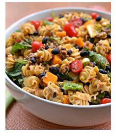 Easy Taco Pasta Salad brings taco seasoned ground beef, pasta, tomatoes, black beans, cheddar and scallions into a creamy slightly spicy ranch dressing. Mexican Food Recipes, Beef Recipes, Cooking Recipes, Ethnic Recipes, Recipes Dinner, Dinner Ideas, Health Recipes, Quick Recipes, Quick Meals