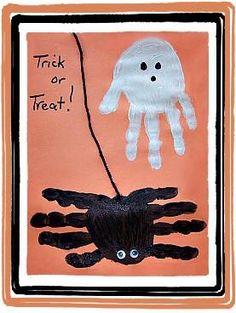 Fantôme et araignée avec les mains