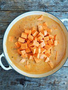 GRØNNSAKSCURRY med søtpotet, spinat og linser i 5 steg Cantaloupe, Curry, Food And Drink, Fruit, Vegetables, Cilantro, Curries, Vegetable Recipes, Veggies