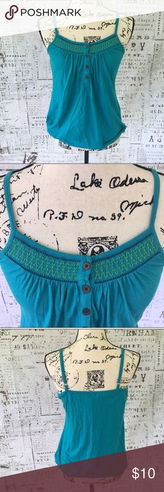 🎄Old Navy smocked sleeveless blouse S Old Navy smocked sleeveless blouse in Serpenteal S, adjustable straps, elastic at hem to create blouson look, pit to pit 15 inches, shoulder to hem 23 inches, excellent condition. Old Navy Tops Tank Tops