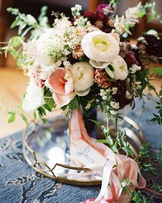 These are the best wedding bouquet wraps. They're the perfect accent to complete your wedding bouquet. Rustic Wedding Flowers, White Wedding Bouquets, Floral Bouquets, Wedding Colors, Trailing Bouquet, Ribbon Bouquet, Bouquet Wrap, Vintage Centerpieces, Bouquet Photography