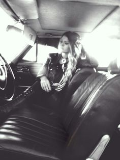 Girl | car | Oldtimer | blonde | Black and White | cigarette | road Trip | shooting | Photography | boho | rock chic | Western | US car | leather jacket | vintage | freepeople