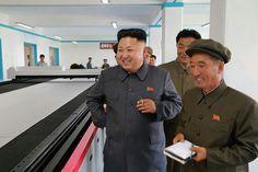 """据朝中社报道,近日,朝鲜最高领导人金正恩视察了建成国家产业设施榜样和标准的""""10月8日""""工厂。"""