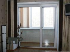 Балконная дверь с окном панораного типа.