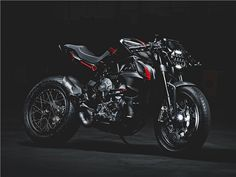 453260fbcde MV Agusta Dragster Blackout - uma techno-cafe racer. PalcosMotos  EsportivasCapacete De ...