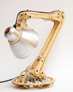 Wooden articulation lamp. Design by Pedro Mealha. Lampada con articolazione in legno.