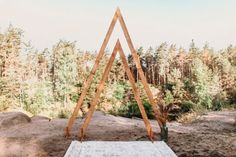 Emmaline Bride - Handmade Wedding Blog What do you think of the wedding arch trend? Let me rephrase that, since there are DOZENS of wedding arches from which to choose. What do you think of the… Handmade Wedding Blog