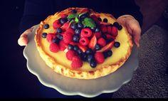 Cheesecake mit weißer Schokolade und dem zartesten Mürbeteigboden! Schritt für Schritt erklärt und so köstlich - der perfekte Frühlingskuchen!