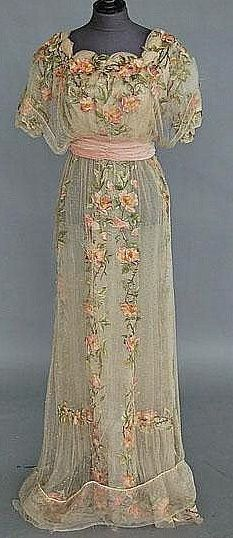 1912 evening gown...I realize this is not tidy..hence it's my style..love it..