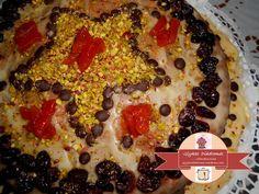 Βασιλόπιτα – κέικ, με γλάσο πορτοκαλιού και cranberries – ΓΛΥΚΕΣ ΔΙΑΔΡΟΜΕΣ Cranberries, Pepperoni, Pizza, Food, Essen, Meals, Yemek, Eten