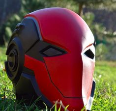 The Red Hood Helmet - Ein Kult im Entstehen - motorcycle helms - Motorrad Custom Motorcycle Helmets, Custom Helmets, Helmet Design, Mask Design, Red Hood Cosplay, Red Hood Costume, Red Hood Helmet, Armadura Cosplay, Batman Arkham Knight