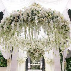 This is the white and green #floral chandelier of our dreams! Delicate hanging #crystals give this statement piece just the right amount of #sparkle! Instagram repost: joerainforest | WedLuxe Magazine | #wedding #luxury #weddinginspiration