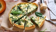 This kale, feta and spinach pie is a simple and stress-free recipe perfect for weekday dinners and portable lunches. A Food, Good Food, Food And Drink, Yummy Food, Quiche Ricotta, Cheese Quiche, Cheese Food, Tortas Light, Salada Light