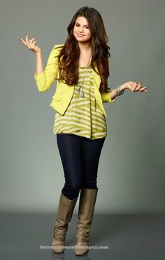 I love Selena Gomez I love wizards of waverly place the movie she looks adorable when she cries