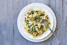 Kijk wat een lekker recept ik heb gevonden op Allerhande! Pasta pesto met spekjes en spinazie