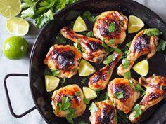 Limetkové kuře pro 2 osoby: 500 g horní kuřecí stehna 500 g spodní kuřecí stehna na marinádu: 1 limetka (šťáva) 4 lžíce medu 2 lžíce sójové omáčky 1 lžíce olivového oleje 2 stroužky česneku, nasekané 1 hrst čerstvého nasekaného koriandru 1 lžička...