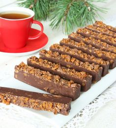 fudge bars med knaprig Daim i smeten Best Dessert Recipes, Candy Recipes, Fun Desserts, Sweet Recipes, Delicious Desserts, Yummy Food, Yummy Treats, Sweet Treats, Swedish Recipes