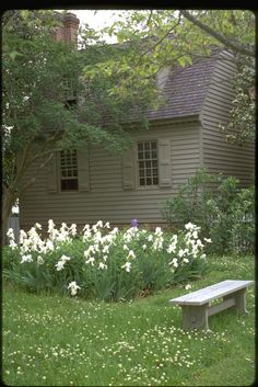 Love the siding and shutters painted the same color - Tricia Foley. Looks just like Colonial Williamsburg homes Colonial House Exteriors, Colonial Exterior, House Paint Exterior, Exterior House Colors, Cottage Exterior, Beautiful Gardens, Beautiful Homes, Cabana, Saltbox Houses