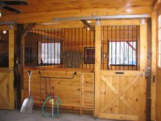 Gotta love the stall design Dream Stables, Dream Barn, Horse Stables, Horse Farms, Small Horse Barns, Barn Stalls, Horse Barn Plans, Tallit, Reptile Cage